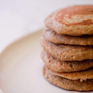 Die einfachsten veganen Pancakes – zuckerfrei, glutenfrei und nur 3 Zutaten